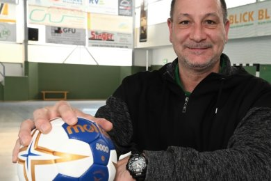 Vasile Sajenev ist der neue Trainer der Sachsenliga-Handballer des Zwönitzer HSV. Neu ist er im Verein keineswegs - und auch als Coach bringt er viel Erfahrung mit.