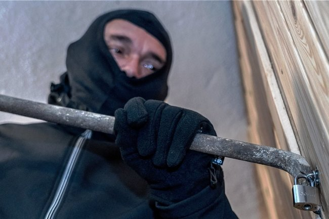 """Riskante Zeiten für Einbrecher: Die coronabedingte Heimarbeit hat den """"schweren Jungs"""" im vergangenen Jahr das Einsteigen in Wohnungen erschwert - auch in der Stadt Freiberg."""
