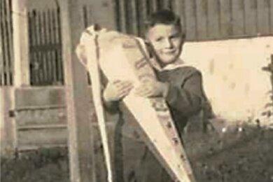 1962: Peter Haustein zu seinem Schulanfang in Neuhausen.
