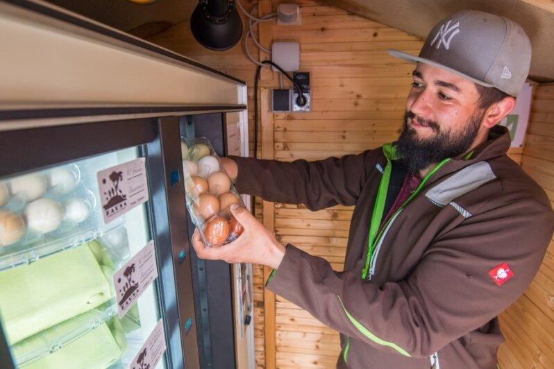 Auf Schönheider Erlebnisbauernhof gibt es Eier aus dem Automaten