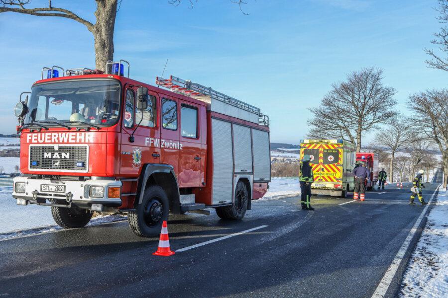 Feuerwehr rettet Skifahrer nach Unfall bei Zwönitz