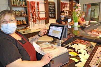 Bei Fachverkäuferin Jana Fischer in der Thurmer Filiale gehen Roster in aktuell sechs Geschmacksrichtungen weg wie warme Semmeln.