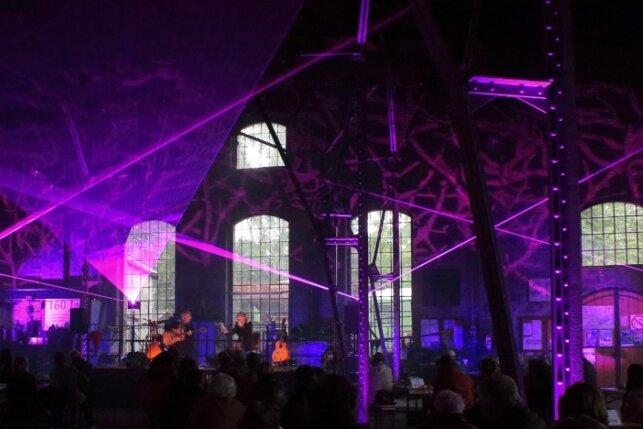 Der Lokschuppen als Konzerthalle: Beata Kossowska und Eberhard Klunker gastierten im September für zwei Blues-Konzerte unter Corona-Bedingungen im Lokschuppen des Eisenbahnmuseums Schwarzenberg.