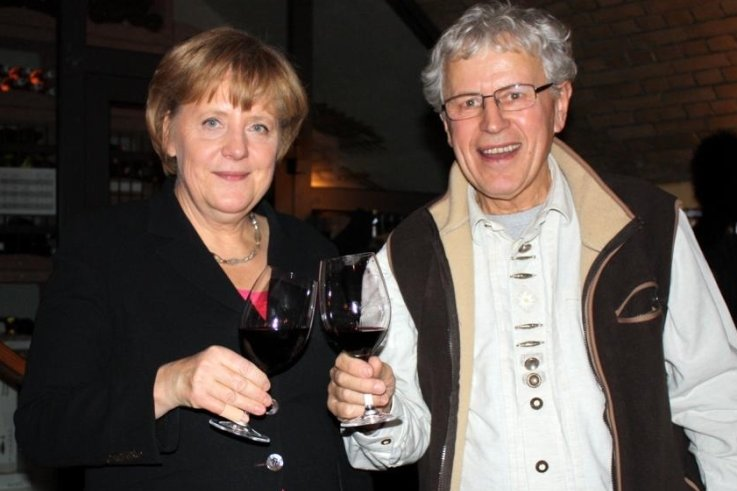 Auch nach seiner aktiven Zeit als CDU-Mann im Bundestag gab es Treffen, bei denen Wolfgang Dehnel Gelegenheit hatte, mit der Kanzlerin anzustoßen. Daher schrieb er jetzt auch den persönlichen Brief.
