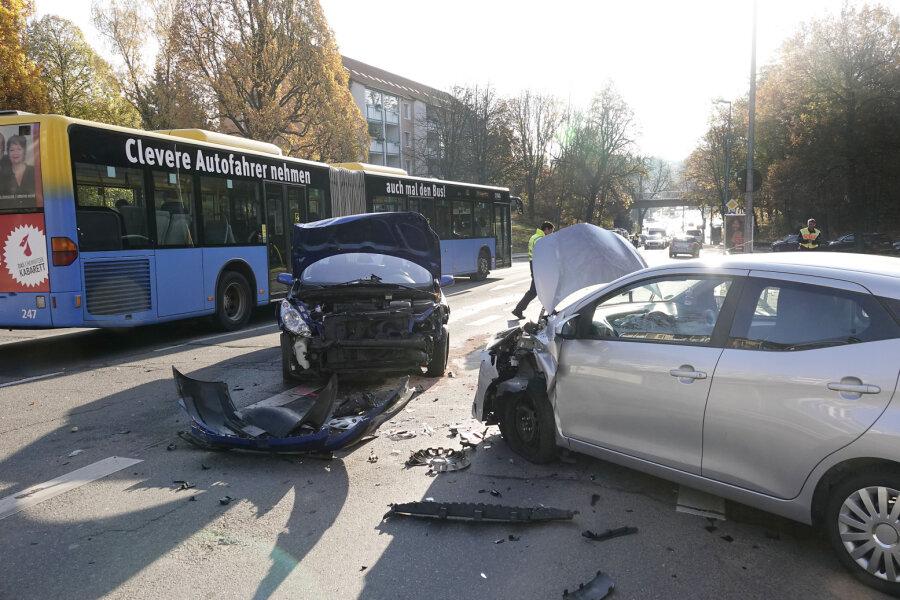 Fünf Fahrzeuge an Unfall auf dem Kaßberg beteiligt