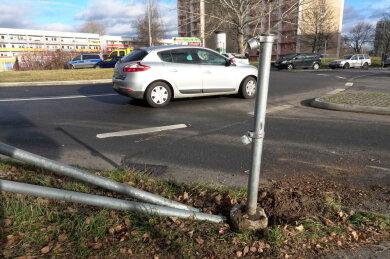 Der Hyundai rammte bei dem Unfall auch ein Geländer.