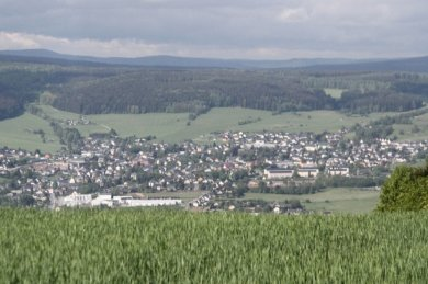 Blick vom Spiegelwald auf Lauter-Bernsbach, hier der Ortsteil Lauter.