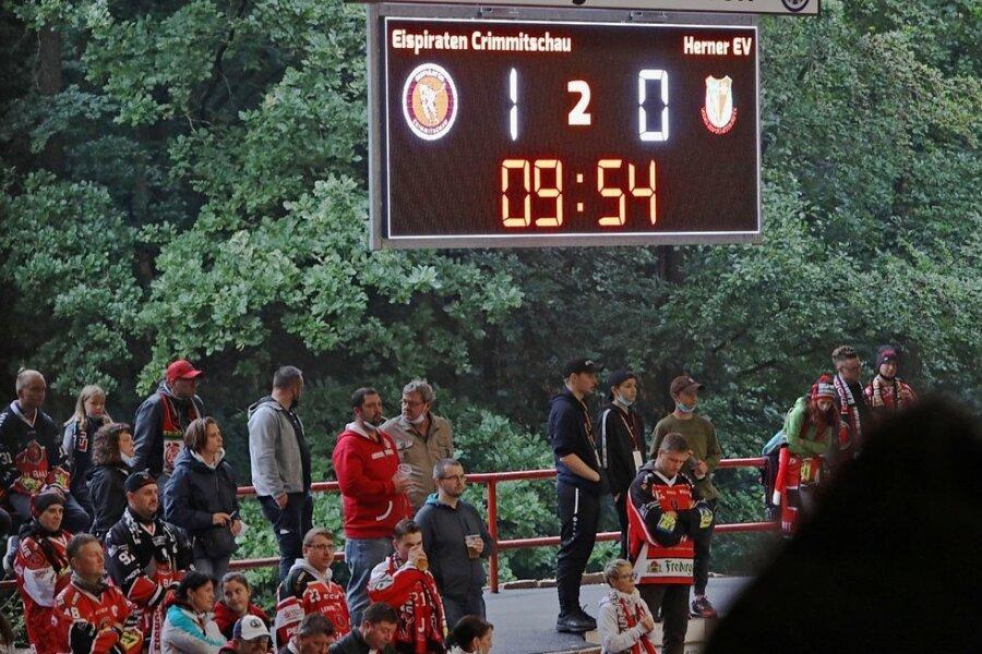 Die neue und größere Anzeigetafel hat am Sonntag beim Testspiel zwischen Crimmitschau und Herne ihre Feuertaufe erlebt.