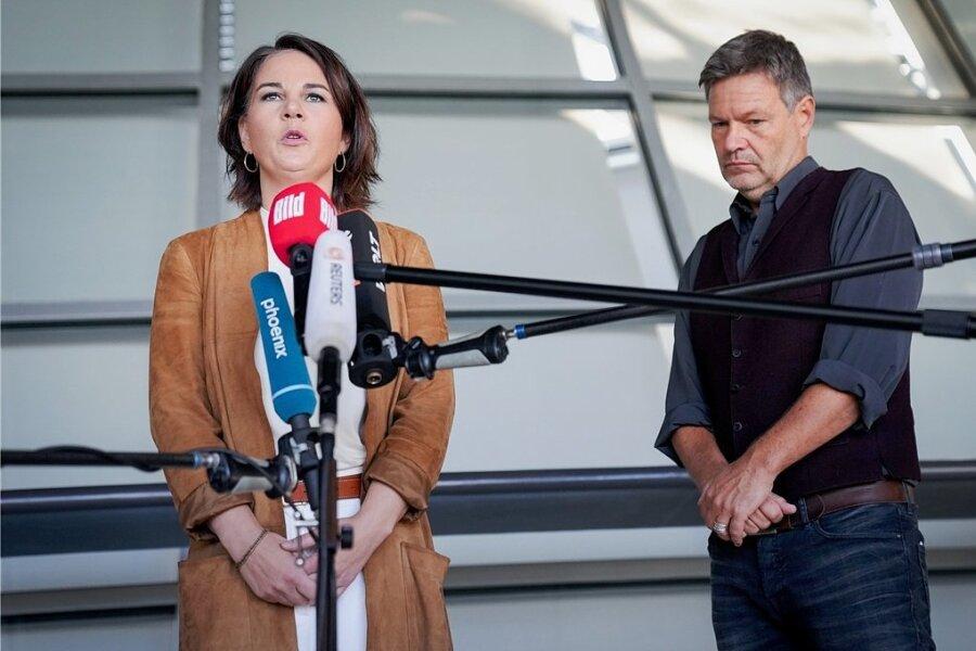 Verkünden den weiteren Verlauf der Sondierungsgespräche: Annalena Baerbock und Robert Habeck von Bündnis 90/Die Grünen.