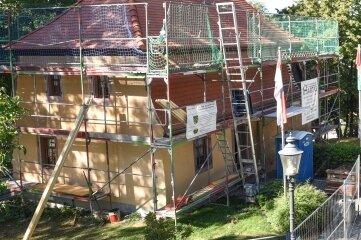 Denkmalgeschütztes Gebäude erhält neues Dach