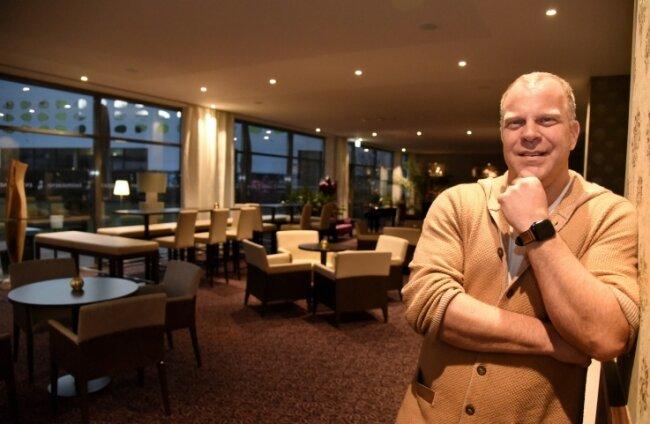 Marc Cantauw im Restaurant des Hotels König Albert. 180 Gäste werden hier in Normalzeiten verwöhnt.