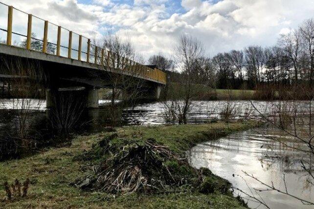 An der Landbrücke in Flöha drohte der Zschopautalradweg überflutet zu werden.