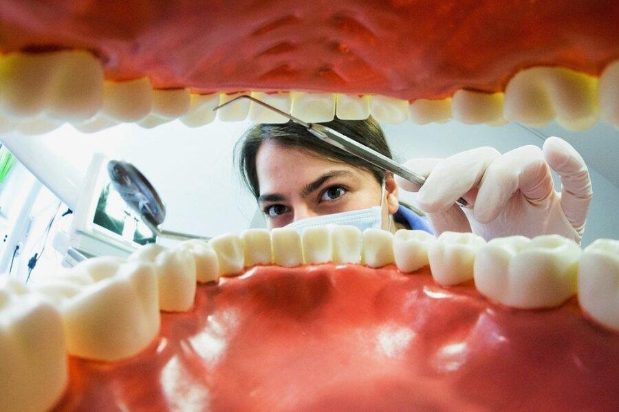 Poröse Zähne sind so verbreitet wie Karies