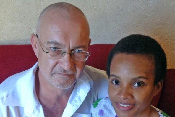 Thomas Hüfken aus Ehrenfriedersdorf hat vor über zehn Jahren auf Haiti eine neue Heimat gefunden, hier mit Frau Rose-Laure und Töchterchen Xenia. Via Internet hält der frühere THW-Mitarbeiter den Kontakt ins Erzgebirge.
