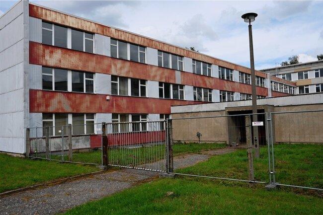 Für diesen einstigen Wismut-Komplex nahe der Jagdschänkenstraße in Chemnitz-Reichenbrand hatte ein Investor kürzlich eine Baugenehmigung zum Umbau in ein Heim für bis zu 287 Asylbewerber und Geflüchtete erhalten. Nun nimmt er von den Plänen offenbar Abstand.