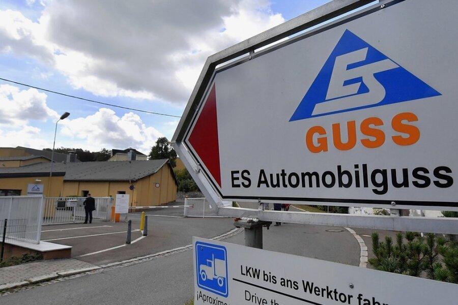 Der Betriebseingang zur Gießerei in Schönheide, die jetzt Eisenwerk Erzgebirge 1566 GmbH heißt, vormals ES Automobilguss. Foto: Hendrik Schmidt/dpa-Zentralbild