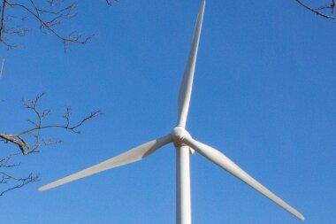 Die Akzeptanz für neue Windkraftanlagen - das Bild zeigt die bestehende beim Frankenberger Ortsteil Altenhain - ist bisweilen eher gering.