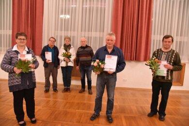 Den Bürgerpreis der Gemeinde Triebel erhielten (von links) Carmen Porkert, Rainer Ittner, Haidrun Schlegel und Hartwig Keil als Vertreter der Wanderfreunde Triebeltal, Ingo Pfretzschner und Uwe Dümmler.