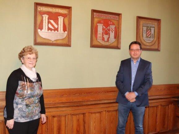 Fachbereichsleiterin Karin Schiller verabschiedet sich in den Ruhestand. Das Ruder übergibt sie ihrem Nachfolger Uwe Müller.