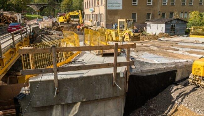 Am Montag wird die B 171 im Bereich Kniebreche erneut dicht gemacht. Es erfolgen der Rückbau der Behelfsbrücke und der Straßenbau.
