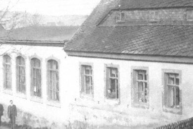 Sitz der Firma war das Haus am Frohnauer Weg in Schlettau. Über die Jahre und Jahrzehnte wurde es zu einem stattliches Gebäude umgebaut. Der Sieben-Fenster-Anbau entstand 1907.