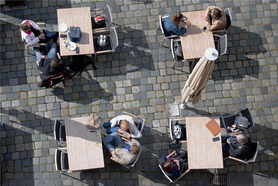 Ab einer Wocheninzidenz unter 100 dürfen Außenbereiche von Restaurants unter Auflagen wieder öffnen.