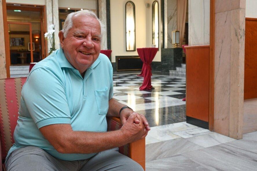 Längst hat sich Jürgen Schimmel nicht nur auf dem Tanzparkett einen Namen gemacht, auch in der Chemnitzer Kulturszene ist er eine Größe. Sein 80. Geburtstag ist Grund genug, zurückzuschauen.