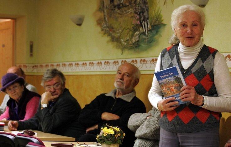 """<p class=""""artikelinhalt"""">Elisabeth Günther-Schipfel (r), Reinhold Lindner, Wilfried Unger und Franziska Böhm gehörten zur der Runde des Autorentreffens.</p>"""