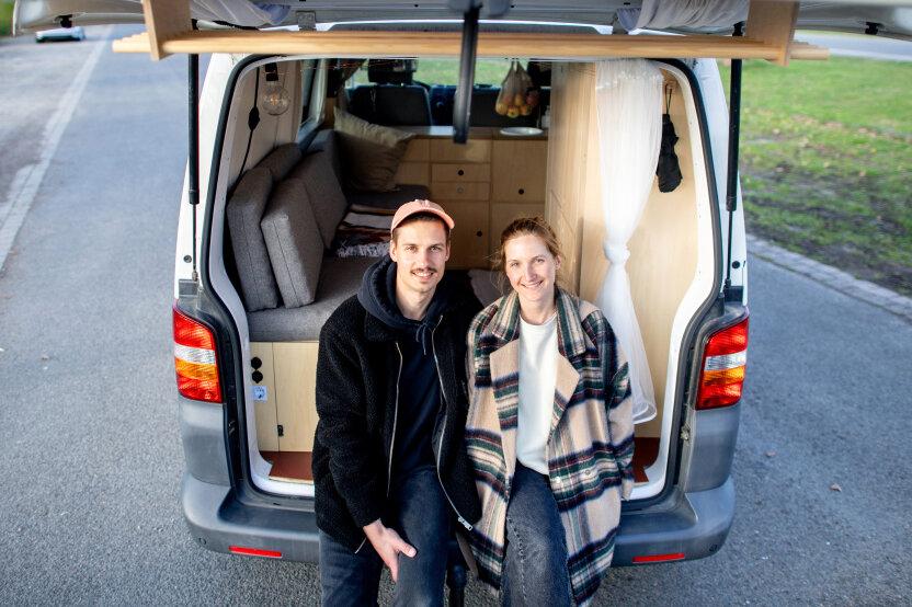 Arne Meyer und Ines Spicker haben sich einen Volkswagen T5 zum Camper umgebaut - und liegen im Trend: Häufig wird der Ausbau für Youtube oder Instagram in allen Details dokumentiert.
