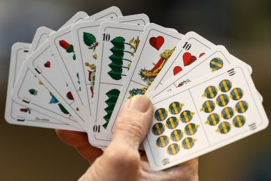 Bevor Skatspieler bei Turnieren wieder Blätter wie diesen Grand Ouvert in Händen halten können, werden noch Monate vergehen.