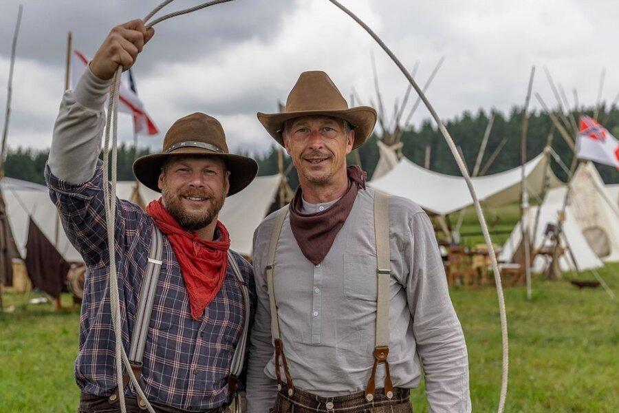 """Die Investoren Tonio Werl und Andreas Hofmann hoffen auf einen baldigen Baustart für die neue Westernstadt """"Old Miners Creek"""" bei Geyer. Vorbereitende Verfahren sind weit gediehen. Am Wochenende finden zum zweiten Mal Miners Trail Days auf dem künftigen Gelände statt."""