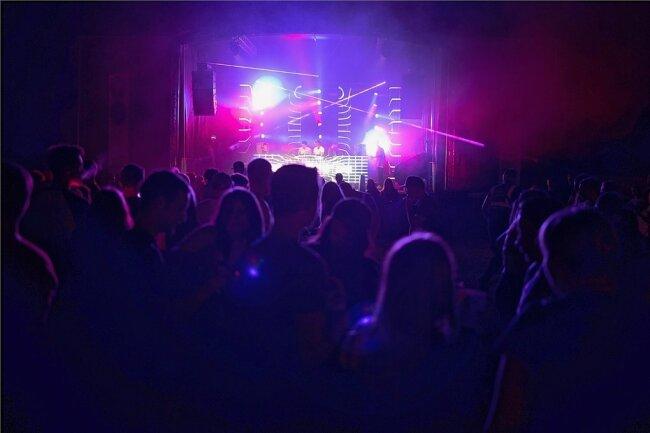 2019 fand das Vollmondkamp zuletzt statt. Auch in diesem Jahr wird es nicht in gewohnter Form über die Bühne gehen. Der Veranstalter lädt dennoch wieder zum Tanz unter freiem Himmel an den Orgelpfeifen ein.