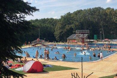 An den schönen Sommertagen dieses Jahres hat das Sommerbad Rußdorf bisher insgesamt um die 16.000 Besucher angezogen. In der kompletten Saison 2020 waren es rund 26.000 Badegäste.