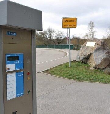 Repariert: Der Parkautomat am Wehr zwischen Braunsdorf und Lichtenwalde zahlt sich wieder aus.