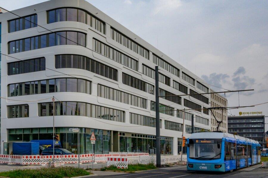 Die für den Energieversorger Eins errichtete neue Firmenzentrale an der Bahnhofstraße. Das Gebäude befindet sich mittlerweile in Besitz einer Vermögensverwaltungsgesellschaft und soll bis Dezember bezogen sein.