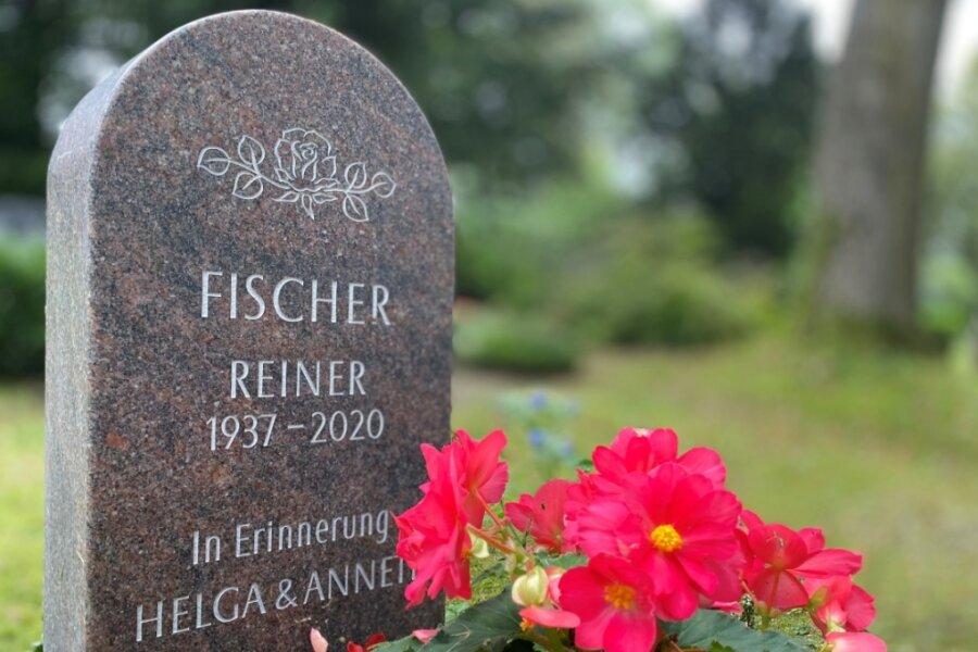 Das Grab von Reiner Fischer: Bescheiden kommt es daher, wie wohl der Mensch auch gewesen ist. Fischer hatte harte Schicksalsschläge erdulden müssen - seine Frau Helga und seine Tochter Annett sind schon vor langer Zeit gestorben. Trotzdem hat er sich viel für den Ort eingesetzt, sich nicht zurückgezogen.