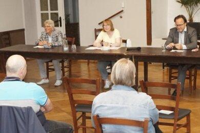 Die Podiumsgäste Christian Otto, Ute Gubick und Carsten Krebs (von links) im Gespräch über Mobilität.