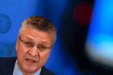 RKI-Chef Lothar Wieler appelliert daran, über Weihnachten auf Kontakte zu verzichten.