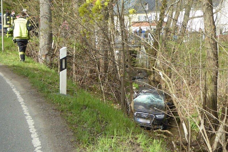 Wildenfels: Betrunkener Audi-Fahrer landet schwer verletzt im Bach