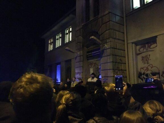 Polizei räumt komplett: Bombendrohung vor Konzert von