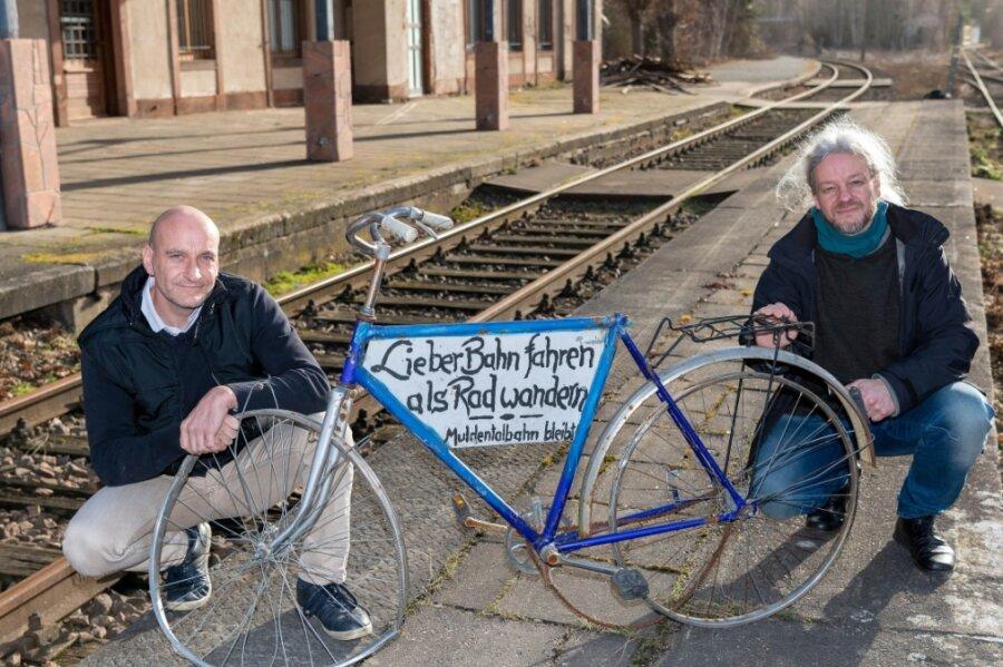 Die Muldentalbahntrasse soll erhalten bleiben. Eckart Sauter (re.) und Dirk Kießling sind Geschäftsführer der neuen Gesellschaft, die nun die Strecke von Rochlitz bis Glauchau besitzt.