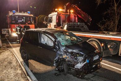 Am Samstagabend ist eine Hyundai-Fahrerin von der Fahrbahn der Hofer Landstraße B 173 abgekommen.