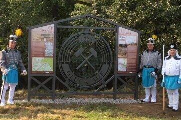 Das Falkenauer Denkmal ist feierlich enthüllt worden.