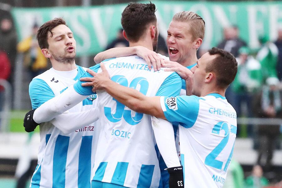 Torjubel nach dem Treffer zum 2:1 für den CFC durch Torschütze Dejan Bozic.