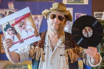 Einmal in Vinyl verewigt: Den Traum eines jeden Musikers haben sich die Eichert-Cowboys - hier Olaf Küther - selbst erfüllt.