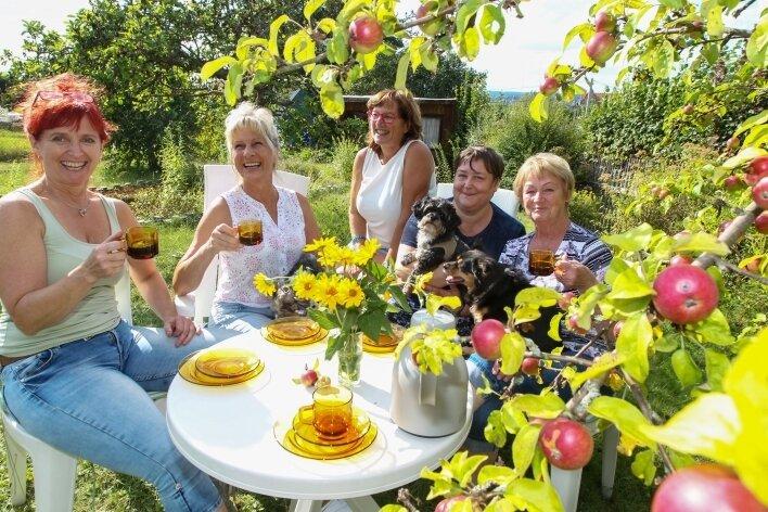 In den Parzellen der Gartensparte Ostvorstadt ist immer etwas los. Nach getaner Arbeit wird dort auch gern zusammengesessen. Beispielsweise am Kaffeetisch.