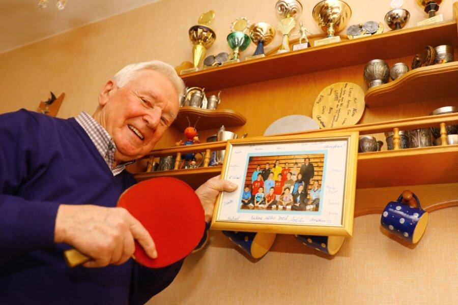 Karl Hartmann darf feiern: Der gebürtige Tannenberger wird 85 Jahre alt, spielt seit 68 Jahren Tischtennis und hat zahlreiche Kinder des TTSV Handwerk Tannenberg ausgebildet. Einige haben es recht weit gebracht und gehören nun sicherlich zu den Gratulanten.
