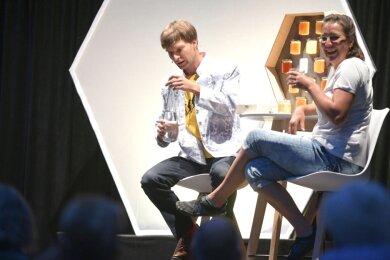"""Erik Lehmann bei einem Auftritt im August in Freiberg, wo er sein neues Programm """"Bienenersatzverkehr"""" präsentierte."""