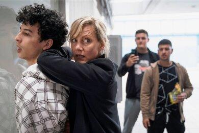 Verhaftung aus Rassismus? Martina Bönisch (Anna Schudt) nimmt Hakim Khaled (Shadi Eck) fest.