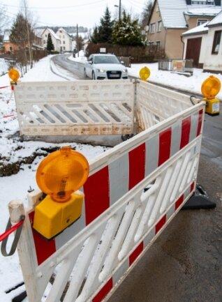 Wegen eines Defekts an der Wasserleitung muss die Hauptstraße in Elsdorf im Bereich der Baustelle halbseitig gesperrt werden. Am heutigen Dienstag sollen die Reparaturarbeiten beendet sein.